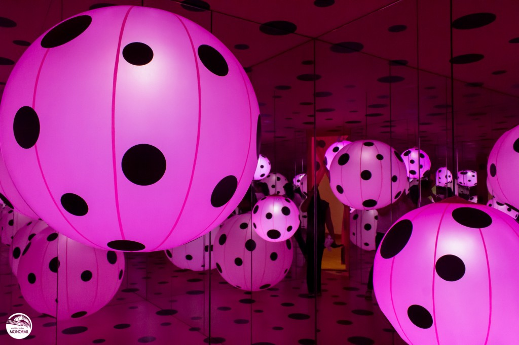 Dots Obsession - Love Transformed into Dots, 2007, Infinity Mirrors